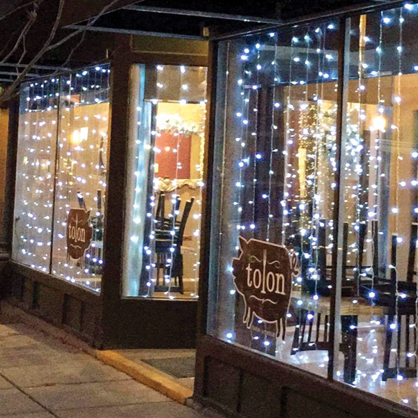 Tolon Restaurant Exterior Holiday Decor